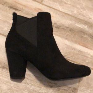 BCBGeneration black heeled booties